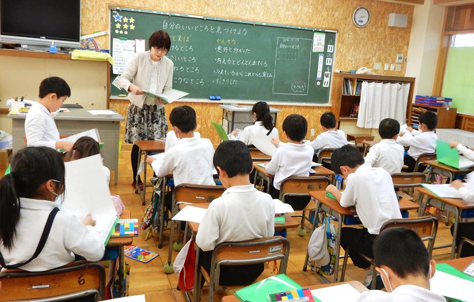 2016年11月25日鳴鹿小学校三年生の教室で行った出前授業の様子1