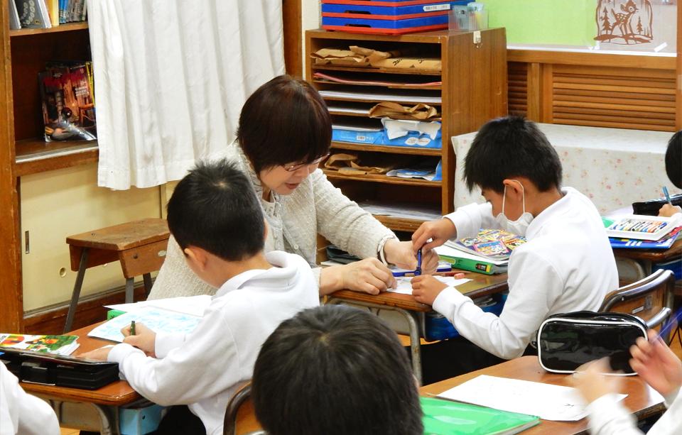 2016年11月25日鳴鹿小学校三年生の教室で行った出前授業の様子2